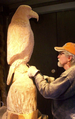 Man carving an eagle out of wood in Townsend, TN.